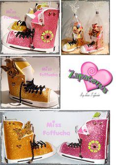 Zapatos o botas realizados en goma eva, de diseñor único y exclusivo, que sirven para regalar rellenos de chuches, como lapicero o simplemente para adornar.