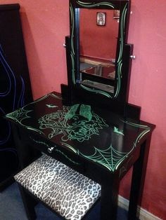Pinstriping Rockabilly Vanity...awesome!!!!!!!!!!!!!!!!!!!!!!!!!