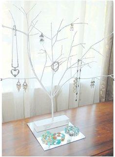 An easy Jewelry Display idea