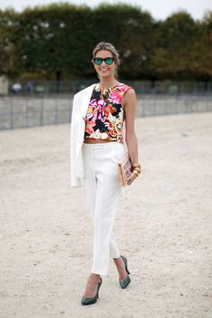 Floral top + white trousers + heels
