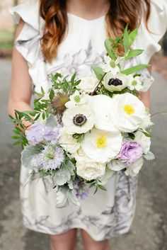 Perfect spring wedding bouquet. Photography: Isabelle Selby Photography - isabelleselbyphotography.com  Read More: http://www.stylemepretty.com/2014/08/20/spring-park-wedding-in-nyc/