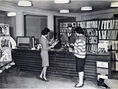 Afghan women at a public library during the 1950s.