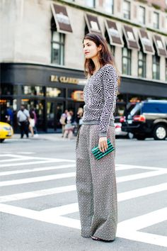 Street style, printed baggy pants and sweater