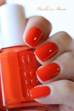 The perfect October nail color: Essie – Orange it's Obvious!