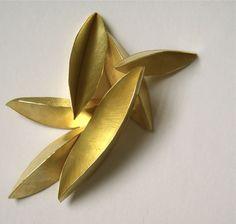 Kayo Saito Brooch: Seedpod 2 Gold 18ct