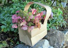 Adorable Kids' Craft: Paper Bag Baskets, http://www.weknowstuff.us.com  #kids #crafts #paper #bag #baskets #flowers #nature #spring #summer #cute