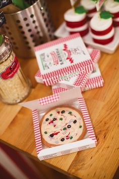 Little Chefs Pizza Party - Sugar cookies in pizza boxes as party favors. LOVE!