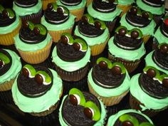 little frog cupcakes