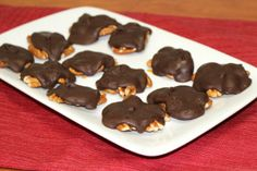 Homemade Chocolate Caramel Turtles - These homemade candies are melt-in-your-mouth delicious. The combination of caramel and chocolate...yum! I can't get enough :)