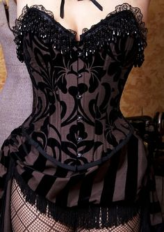 ooh... love the details on this black corset.