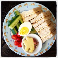 Easy Toddler Food: lots of great ideas with pics.