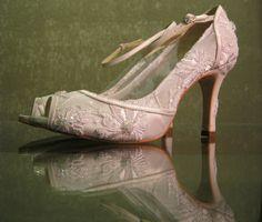 Fica a dica: sapato sob medida para a noiva