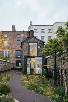 D2 Townhouse in Dublin, Ireland by Jake Moulson Architects | Yellowtrace