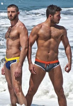 More on Best Gay Blogger  - http://www.bestgaybloggers.com/great-gay-couple-in-speed-at-the-beach-4/