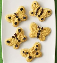 Top butterfly-shaped crackers with hummus and dried fruit for a quick after school snack. http://www.parents.com/recipe/appetizers-snacks/little-monarch-munchies/?socsrc=pmmpin100212hsMonarchMunchies