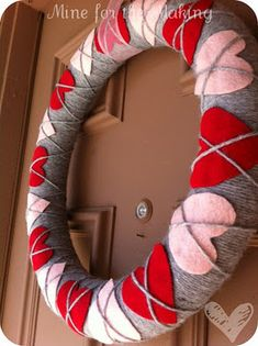 Argyle valentine wreath - Use a pool noodle for the base, grey yarn, red and pink felt hearts. Perfect for Valentine's Day!