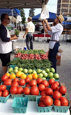 Michigan City Indiana farmers market Amish #tomato booth via Gardenista