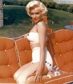 1953: Marilyn photographed byMischa Pelz