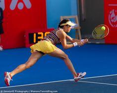 Misa Eguchi doing her best not to lose to Zheng Jie #HongKong http://www.womenstennisblog.com/2014/09/09/2014-hong-kong-open-heat-tuesday-highlights/