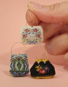 Janet Granger's free tutorial for making tiny needlepoint purses.