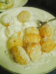 KIDS HAVE TONS OF FUN HELPING MAKE THIS DOUGHNUT RECIPE.  MMMMM... HOW TO MAKE HOMEMADE POWDERED SUGAR DO-NUTS OR DONUTS. powder sugar, donut holes, doughnuts, doughnut recip, food, sugar donut, fri doughnut, yummi, kids
