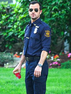 """""""Officer"""" Justin Theroux hits the police beat while filming his HBO series The Leftovers Tuesday in New York City."""