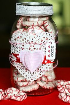 this would be a cute valentines day gift for friends! and chocolate covered pretzels are so easy to make!