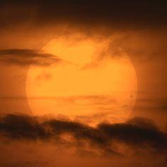 El transito de Venus delante del Sol en 2004. La gota negra en el disco solar se verá de nuevo este 5 de junio