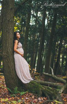 Enchanted Forest Maternity Photoshoot || RedeemedPhotography || Maternity poses, Maternity Photoshoot Ideas