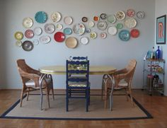 I love plates on the wall... well actually i love almost any cool vintage cooking equipment on the wall but these are especially cool
