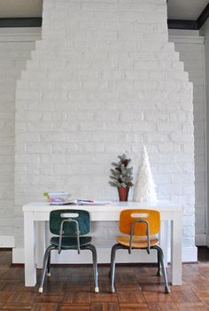 Love the little kid's table and chairs!