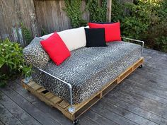 Create a wonder to your lawn or backyard with a beautiful daybed made from pallets which will not only stay over time but also will cost much less