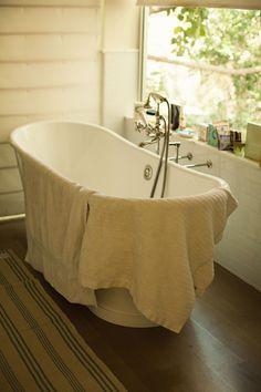 LocalRose- Old Fashion Bathroom - Claw-foot tub