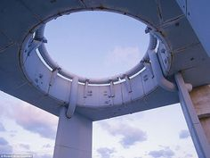 A launch ring restor