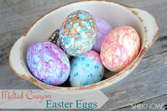 How to dye Easter eggs with melted crayons. This is such a cool idea!! Be sure to check this out!!!