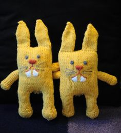 "Toothy Quick and Easy Free Knitting Pattern for a Bunny - PDF Version (click""Download"" or ""free Ravelry download"")  http://www.ravelry.com/patterns/library/toothy"