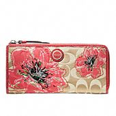 """I want this Coach """"Poppy"""" wallet!"""