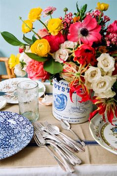 table settings, bouquet, oyster, centerpiec, color, vintage tins, fresh flowers, tin cans, old tins