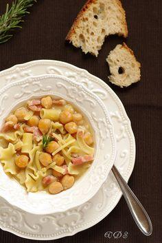 Pasta and chickpeas soup. Pasta e ceci ©Edda Onorato