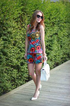 Christina of Oh So Glam is summer ready in the Hamptons wearing Banana Republic x Marimekko.