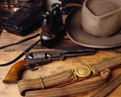 Museum of the Confederacy's display of R.E.Lee's actual pistol and other personal items.