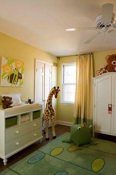 Cortinados lisos com os dois tons principais do quarto yellow wall, green nurseri, color, giraff, paint