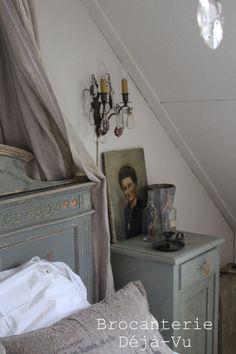 Bedroom in our shop. www.brocanteriedejvu.nl