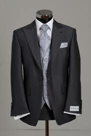 Narrow lapel suits are just come in fashion and it is very stylish also