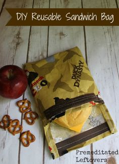DIY reusable sandwich bag - Easy step by step tutorial with pictures of the process.