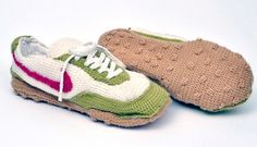 Fuente: http://www.highsnobiety.com/2010/06/22/knitted-nike-sneakers/