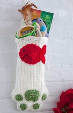 Crochet Cat Paws Christmas Stocking. Free pattern.