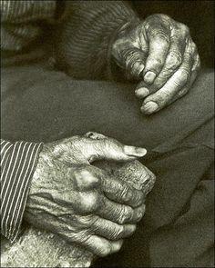 Doris Ulmann photo of a pair of Appalachian laborer hands.