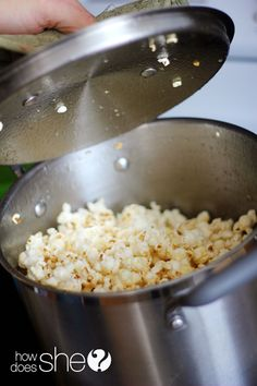 Seriously the BEST kettle popcorn EVER! You won't believe how easy this is, too. YUM! howdoesshe.com  #popcorn #recipes