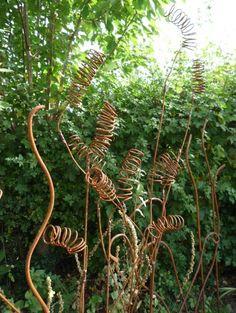 .ψ.Ψψψ.. Sculpture by Anne Roberts of Fenton Roberts Garden Design